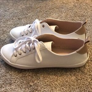 GAP white sneakers with rose gold accent